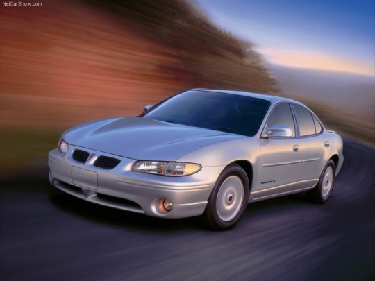 pontiac-grand_prix_2001_800x600_wallpaper_01