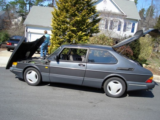 Saab 900 SPG with clamshell hood open