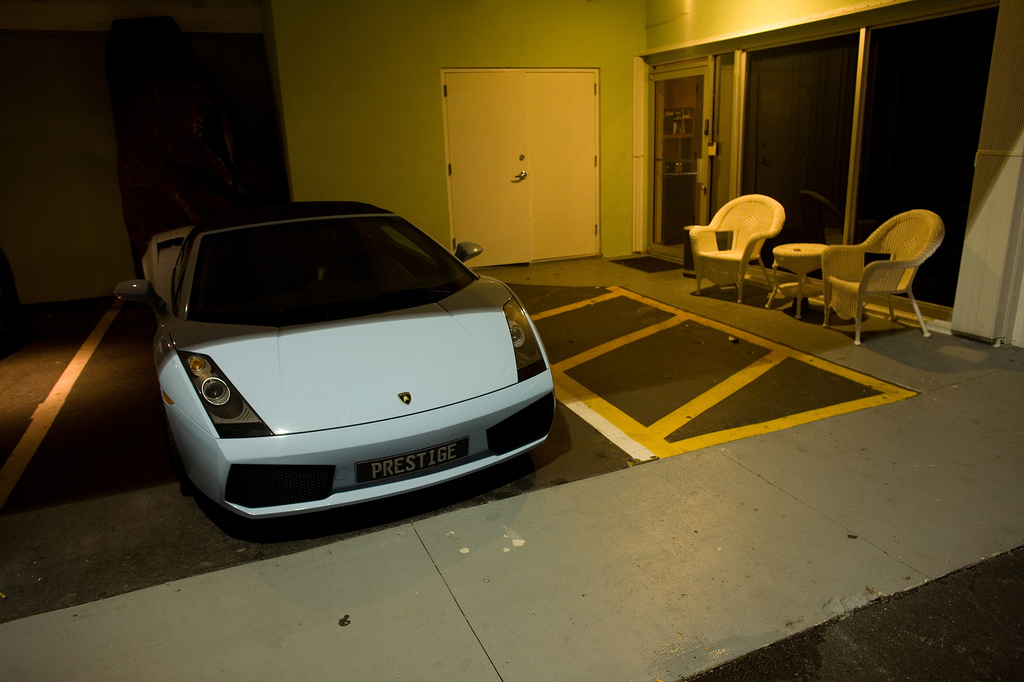 Lamborghini Gallardo car - Color: White  // Description: beautiful
