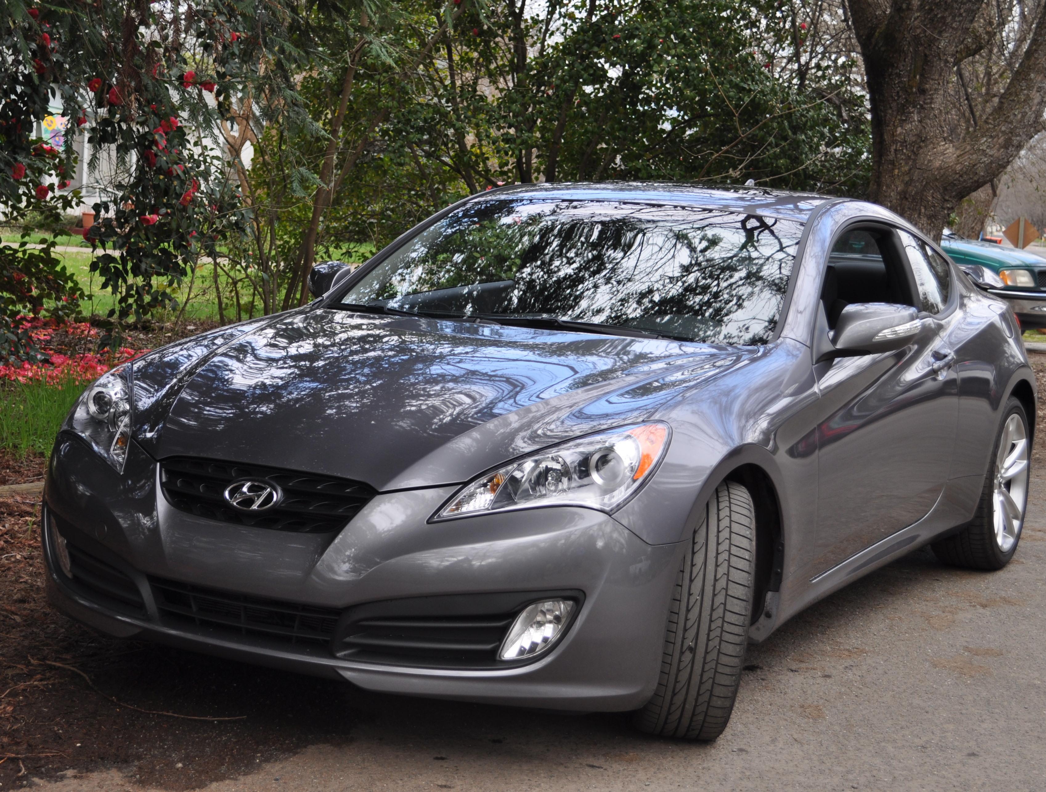 2010 hyundai genesis coupe 3 8 track review autosavant autosavant - 2010 Hyundai Genesis Coup Review