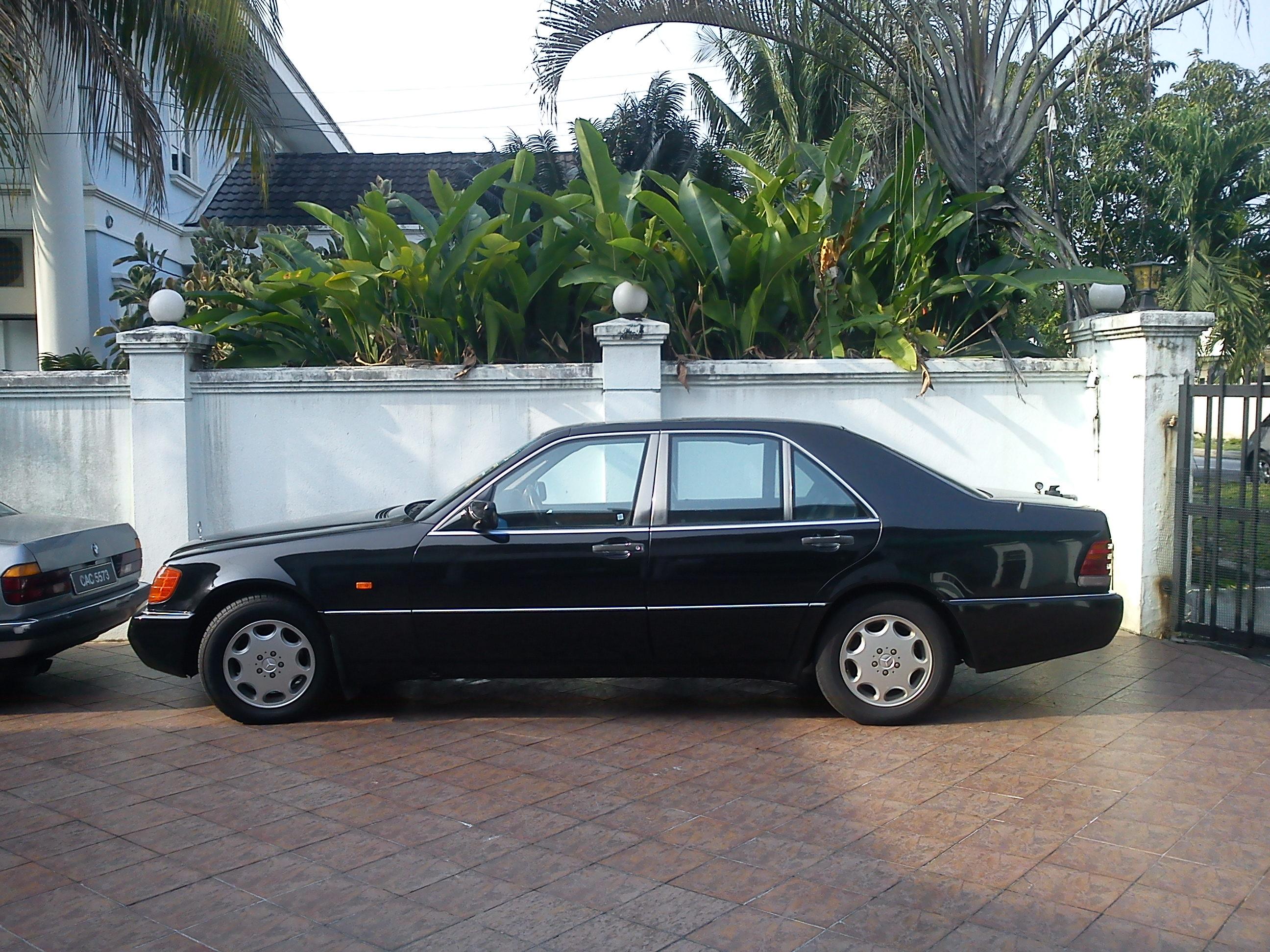 1992 mercedes benz w140 s class review the invincible sedan for Mercedes benz 1992
