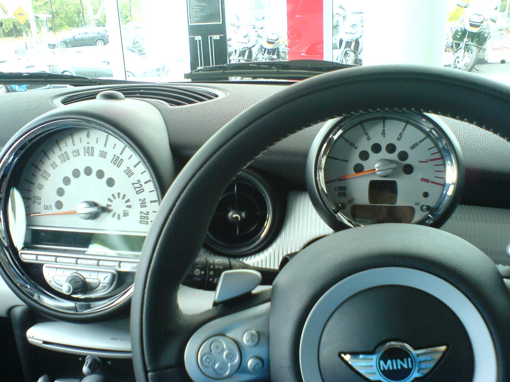 Mini Cooper S steering and Instruments Mitsubishi Evolution 7 steering wheel