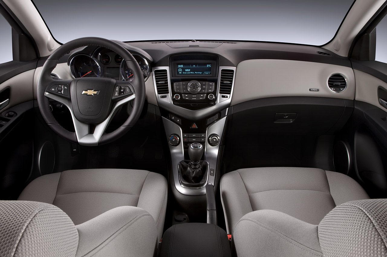 Chevy 2011 chevy cruze specs : 2011 Chevrolet Cruze Eco Review - Chevy's Top Notch Small Car
