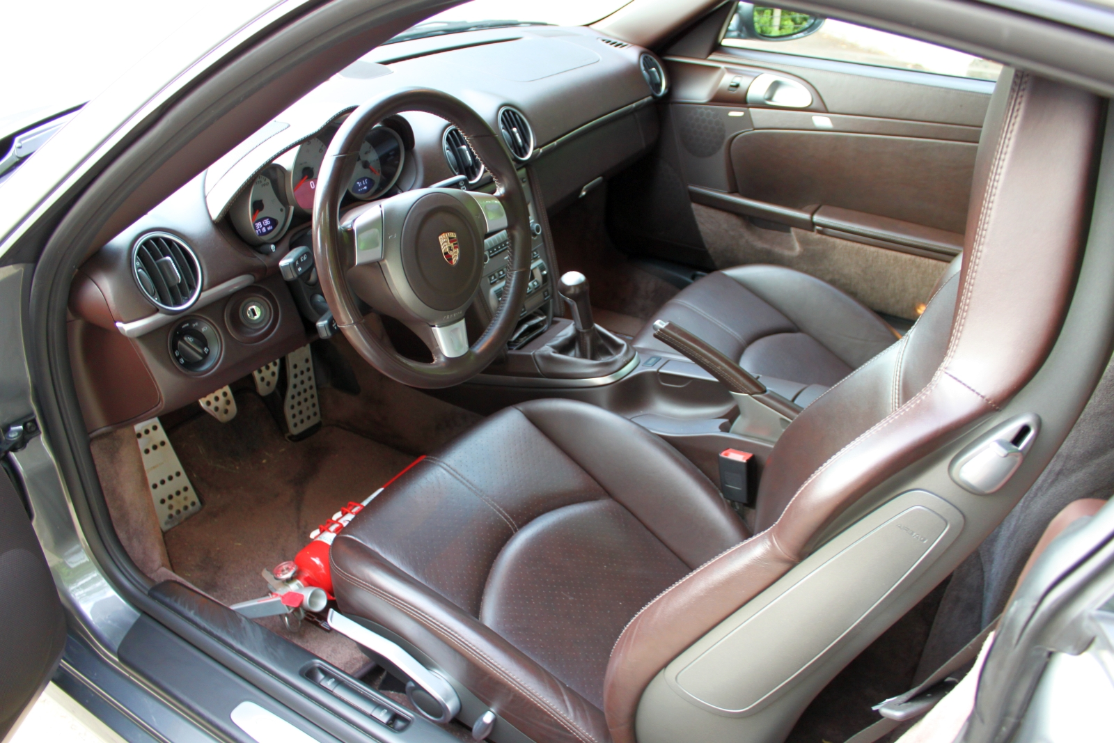 As you d expect of a modern porsche the interior is a comfortable well made logically designed place to be this particular cayman s interior was sort of