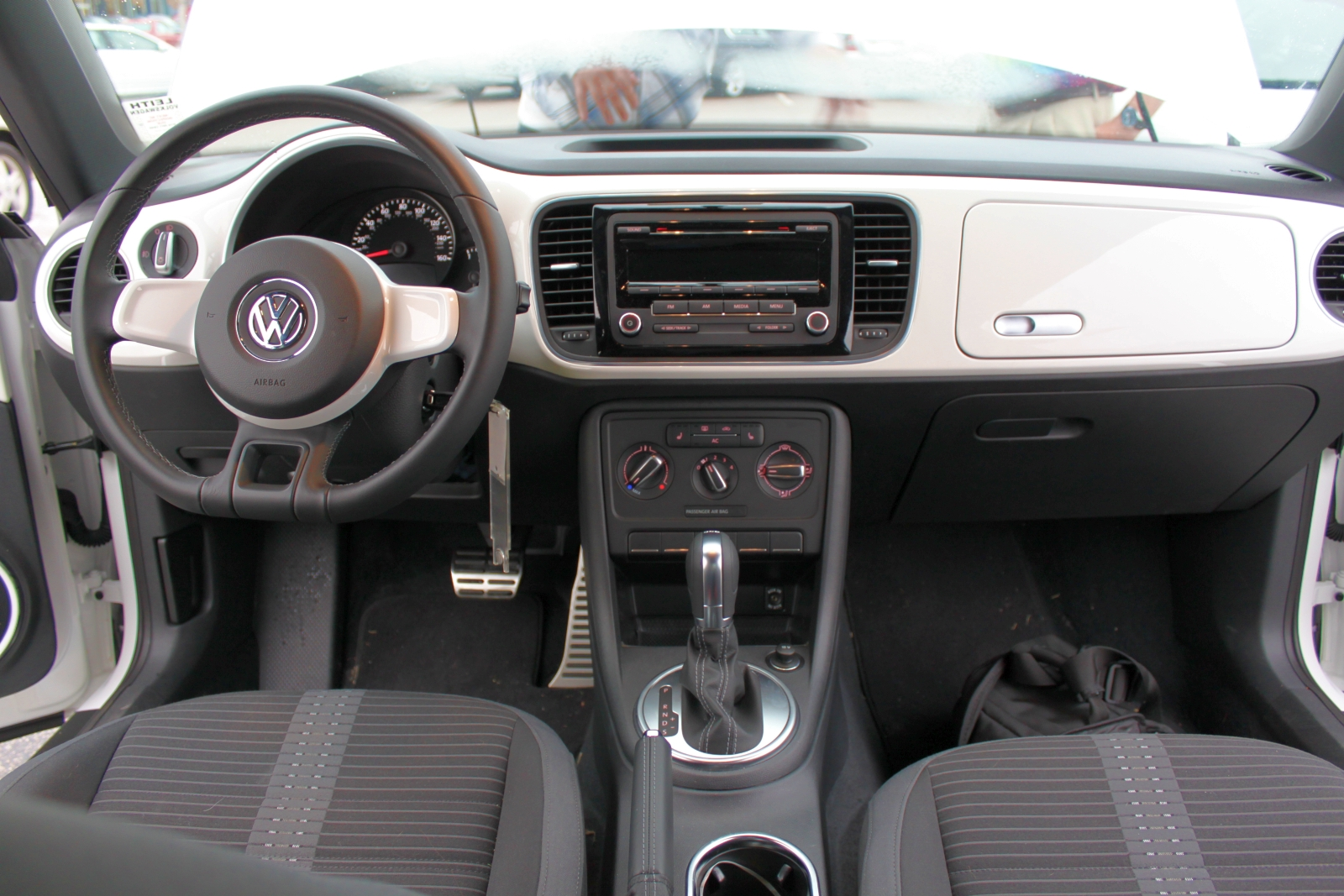 2012 volkswagen beetle turbo test drive flower vase gone in place of all the tiny buttons crowded into one small spot and a nearly unreadable gauge cluster is simplicity beautiful simplicity reviewsmspy