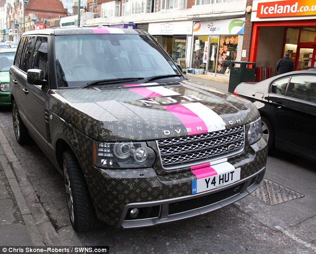 louis vuitton overfinch range rover stick to the handbags lv. Black Bedroom Furniture Sets. Home Design Ideas