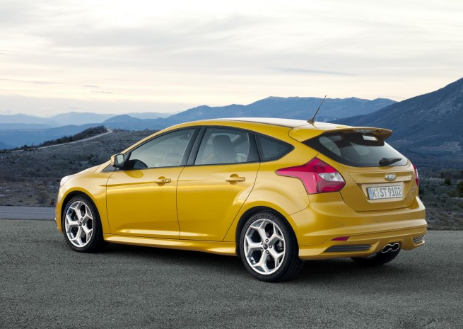 Ford_Focus_ST_02