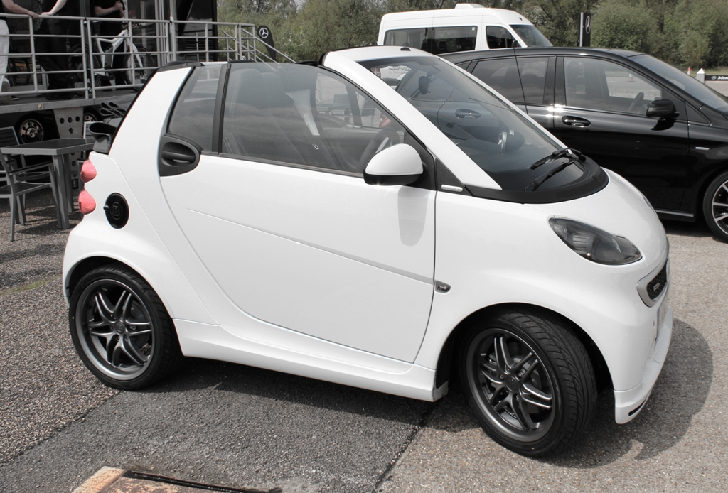 supermini shootout smart fortwo brabus cabriolet. Black Bedroom Furniture Sets. Home Design Ideas