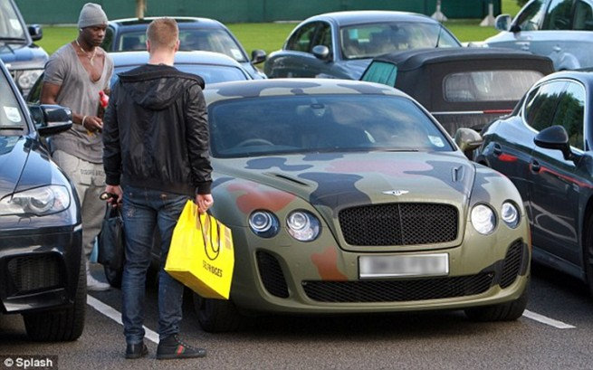 Balotelli Gives His New Bentley The Discreet Treatment