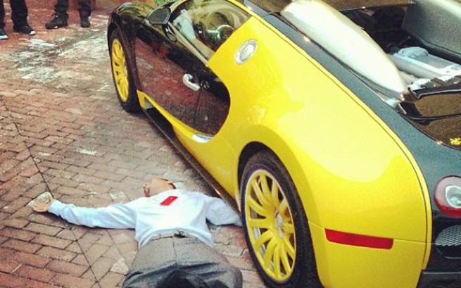 the game 39 s new 39 black yellow black yellow 39 bugatti veyron. Black Bedroom Furniture Sets. Home Design Ideas