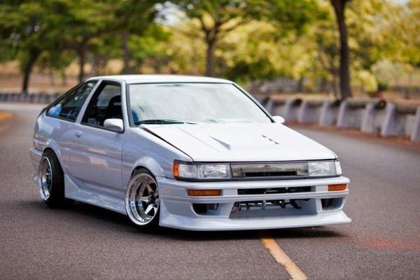 39 Impossibly Cool Rides Slammed To Within An Inch Of
