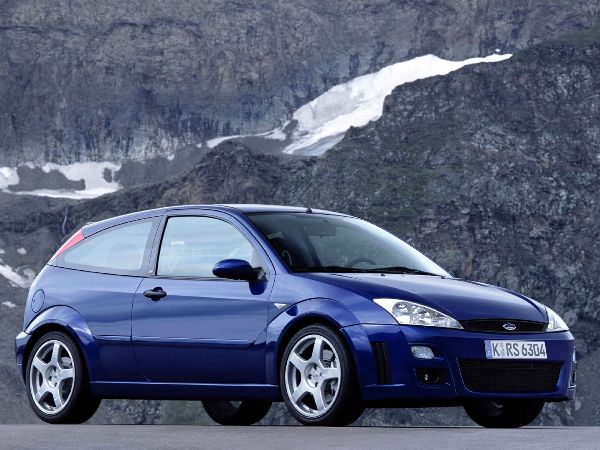 The original Focus RS was a hot hatch game changer (and also a torque steering animal). Source: revivalsportscars.com