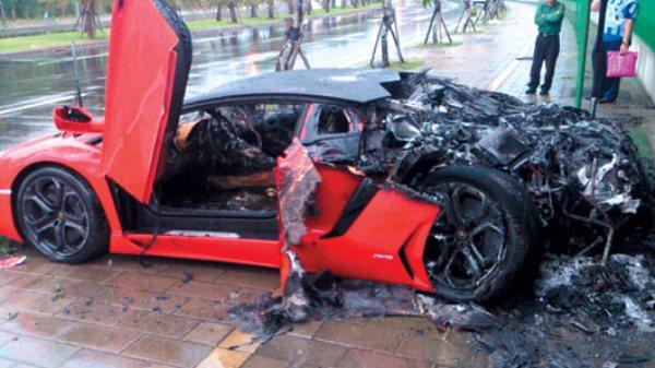 163 3m Lambo Aventador Crashes And Burns In Taiwan