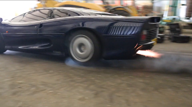 jaguar-xj220-flames